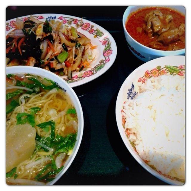 程よく辛くて、酸っぱくて、美味しい(^-^) - 47件のもぐもぐ - ラーメン&カレーセット(タイ料理)@錦糸町 by Fumi