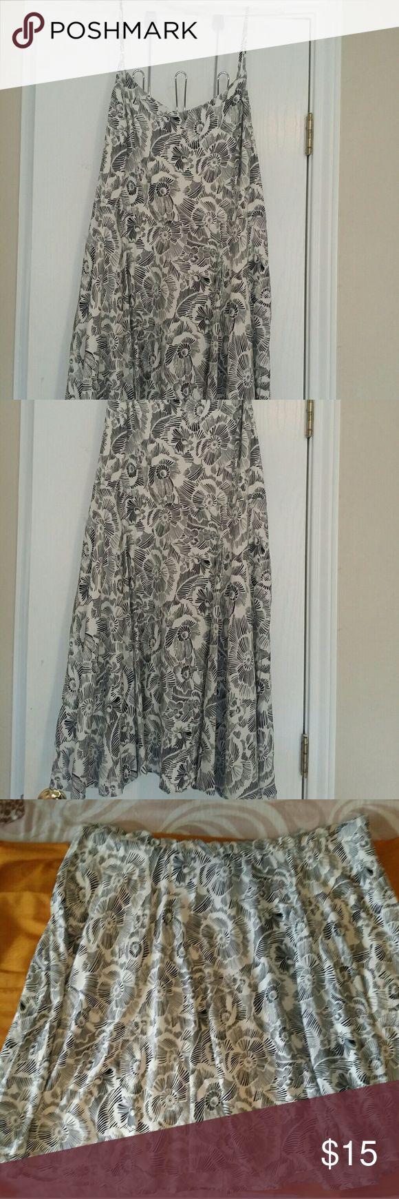 Pretty  old navy dress Pretty old Navy  cami dress never used Old Navy Dresses Midi
