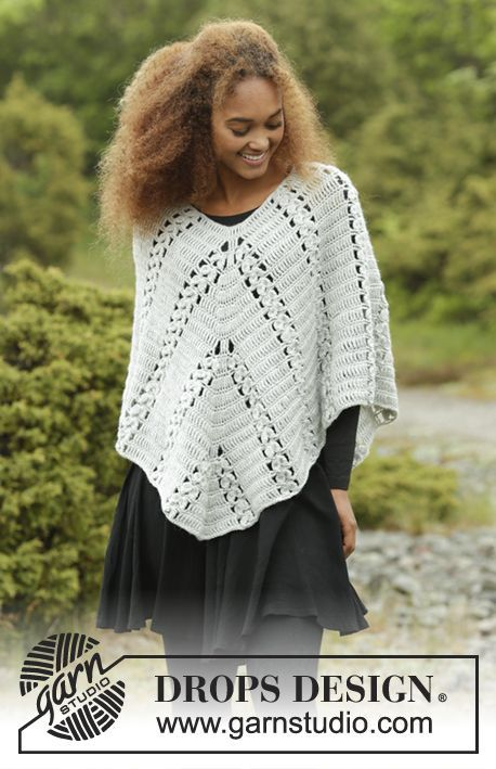 Cornerpiece poncho with fan pattern by DROPS Design. Free #crochet pattern #merinomania