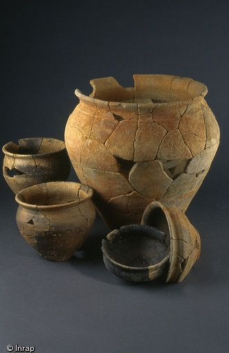 Vase de stockage, pots et écuelles de la Tène finale, mis au jour à Thorigné-Fouillard (Ille-et-Vilaine), 2006.