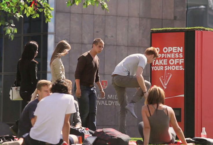Sometimes you just need to feel the grass under your feet. For dozens of unsuspecting consumers in Vilnius, Lithuania, Coca-Cola made this happen by transforming a city plaza into a branded pop-up park and then filming the surprise and delight as passersby stopped by.