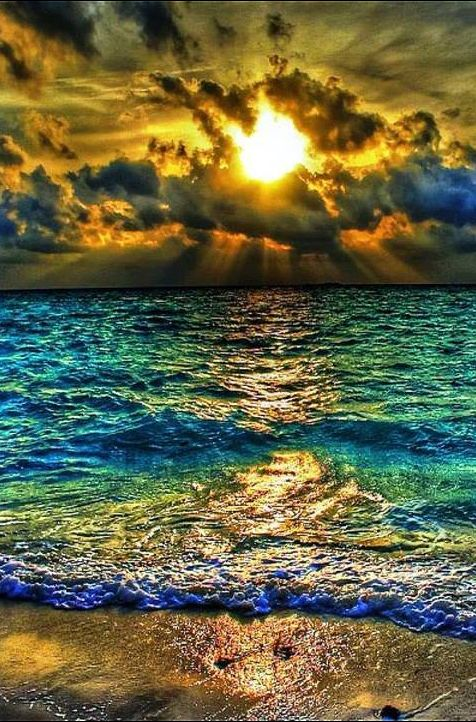 # SUNSET OVER AN AMAZINGLY COLOURFUL OCEAN