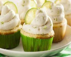 Cupcakes à la mangue, mascarpone au citron vert et crumble citronné http://www.cuisineaz.com/recettes/cupcakes-a-la-mangue-mascarpone-au-citron-vert-et-crumble-citronne-79726.aspx