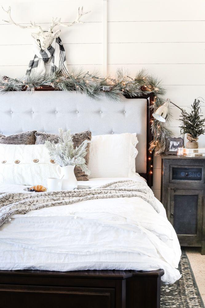 25 Christmas Bedroom Decorations
