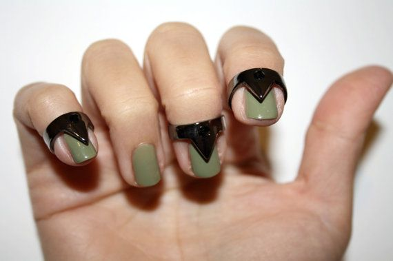 Rings for your nails!: Nails Trends, Nails Art, Nails Rings, Triangles Rings, Metals Jewelry, Knuckle Rings, Triangles Nails, Nails Triangles, Fingers Nails