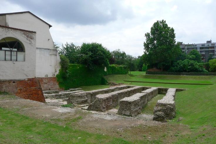 Parco archeologico dell'Anfiteatro romano - Via de Amicis 17
