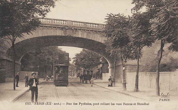 La rue des Pyrénées au niveau du pont (la rue Charles-Renouvier) reliant la rue Ramus et la rue Stendhal, vers 1900.