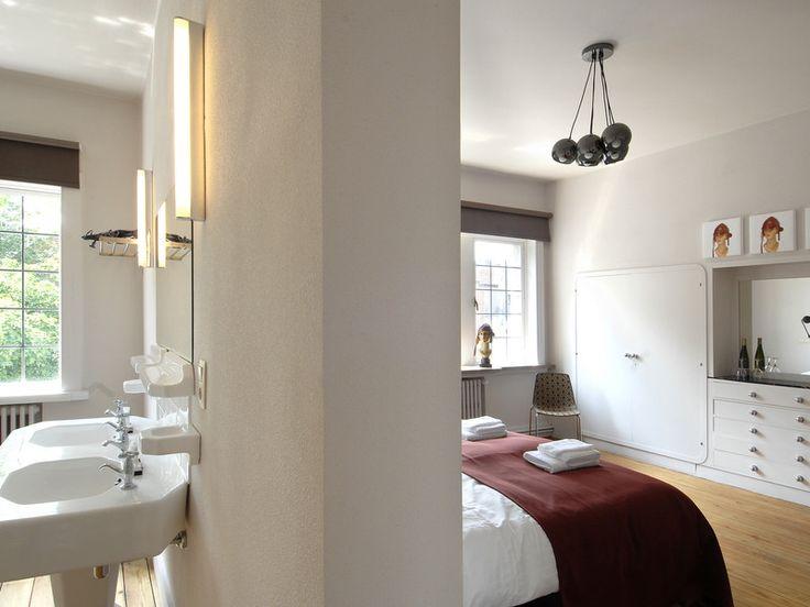 Maaike en Carine renoveerden dit oude herenhuis tot Bed & Breakfast Sleutelhuys.   Dak volledig vernieuwd Verwarming en elektriciteit gemoderniseerd met behoud van de authentieke vloer Oorspronkelijke structuur van de woning hersteld