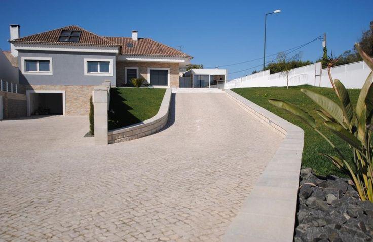 Moradia T4, às portas da cidade de Rio Maior  Moradia em fase final de construção.