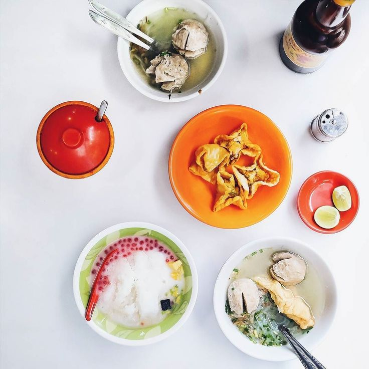 Nge-Bucks yok.. Apaan? Starbucks? Bukan.. NgeBucksooo! jayus // Check my review about Bakso Bonnet:  bit.ly/baksobonnet  Clickable from my IG profile too  Btw kalo #bakso favorit kamu dimana sih? Share yuk disiini..   #inijiegram #food #TableToTable #kuliner #culinary #kulinersurabaya