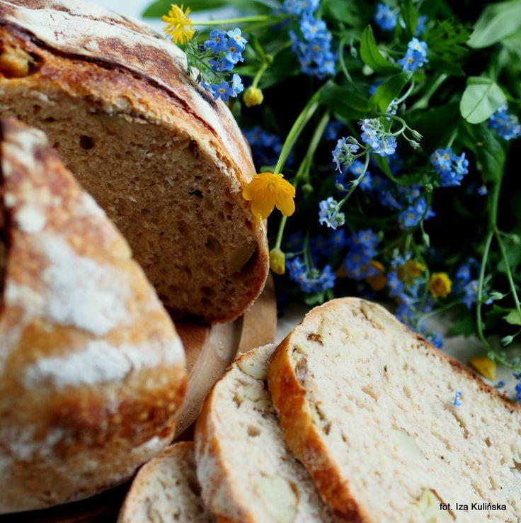 Smaczna Pyza: Domowe pieczywo. Chleb z pieczonymi ziemniakami i rozmarynem.