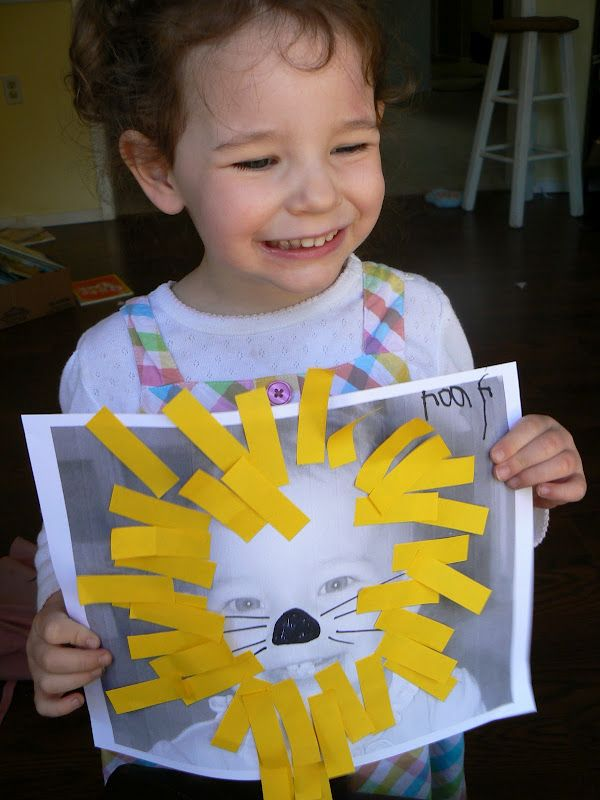 Toddler Craft - Post It Flag Lions. So cute and so easy..my favorite type of craft!