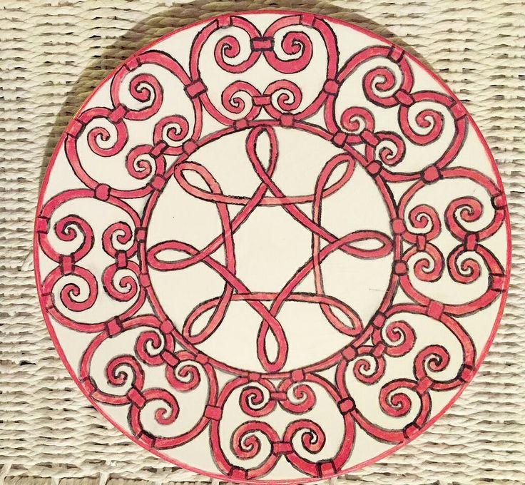 Red pattern plate. Красный орнамент. Художественная ковка - мой источник вдохновения. Вот бы мне такой балкончик. Или загородный дом с таким забором тоже можно 😏😏😏