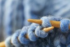 A site with tutorials of all kinds of different knitting stitches (basic knitting stitches, Knit & Purl, Eyelet & Lace, Cables & Twists and Rib Stitches)