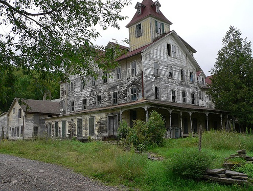 farm house: Old House, Old Buildings, Farms House, Abandoned Home, Upstate New York, Places, Abandoned Mansions, Abandoned House, Fixer Upper