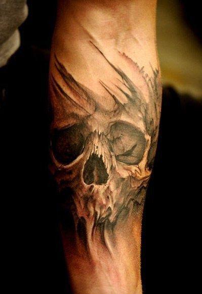 tatuaż czaszka na przedramieniu