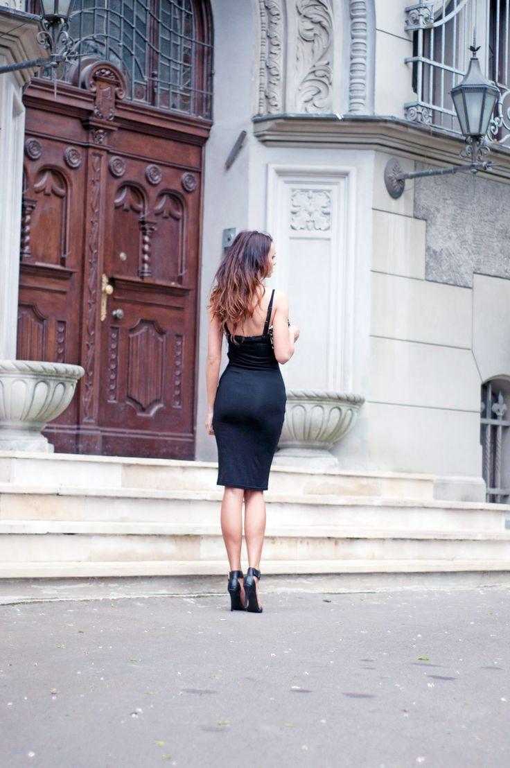 #black #dress #sandals #heels #outfit  http://www.stylowebuty.pl/categories/?ipp=80