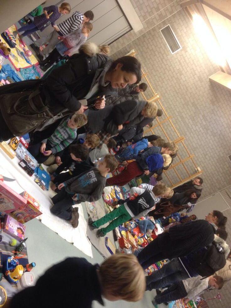 Druk bezochte #speelgoedmarkt sluit #Jeelo-project Omgaan met geld af in bs #Hartenaas in #Grave
