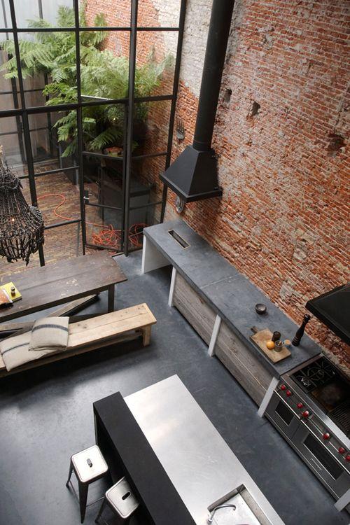Continuidad entre la cocina y la galería como idea (no con el estilo de la foto). Pared rasada para algún ambiente del hogar.