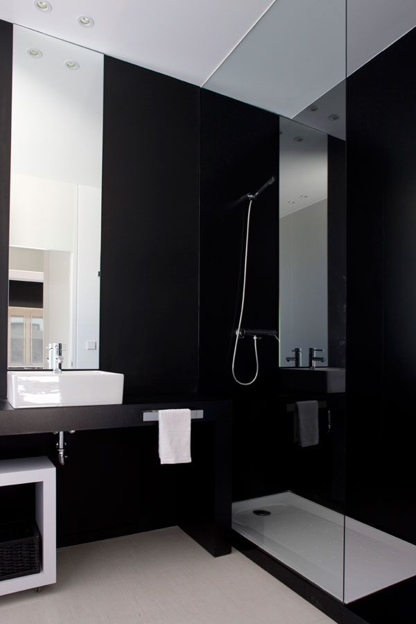Classic black & white bathroom    Get the same effect using our Bonza Black Embossed 20|50 and Plato Grey 80|80