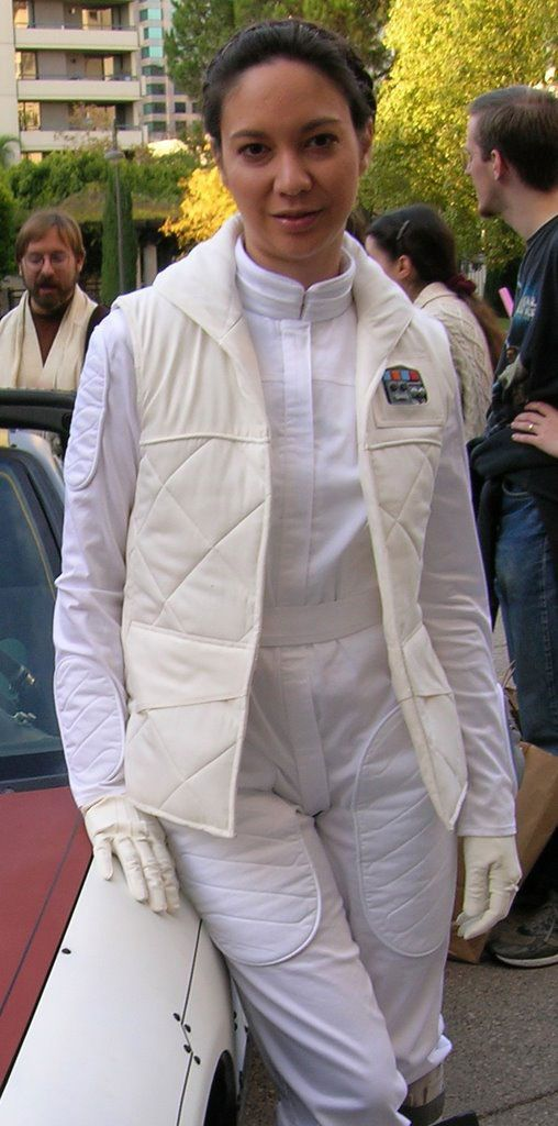 Hoth Leia is my favorite Leia. Nice to see someone cosplaying this instead of Slave Leia ;)