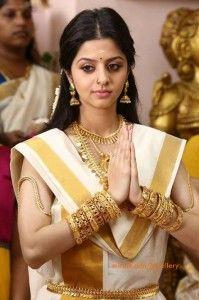 vedhika_in_traditional_kerala_jewellery