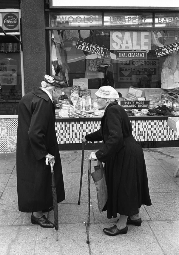 London's East End in the 60s. Photo by Steve Lewis. Having a chinwag up the shops