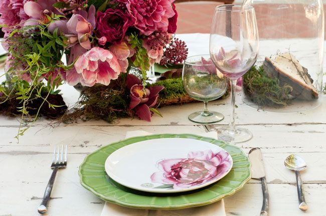 Romantic Fall Wedding Inspiration    considered cohesion between the floral arrangements and the plate settings