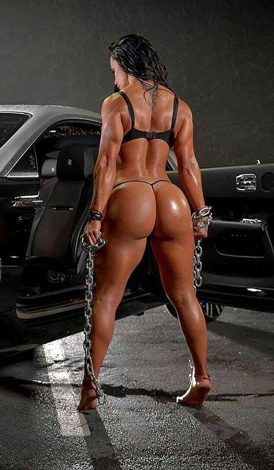 female muscle naked squat