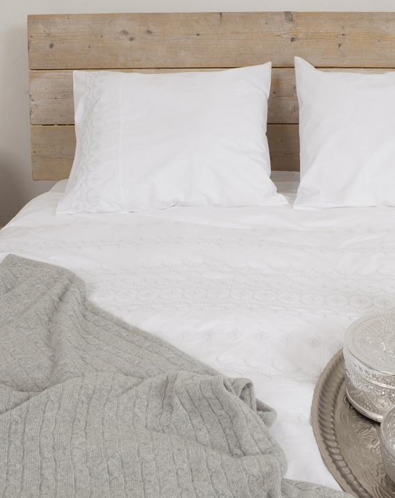 cable knit blanket, headboard  Fresh! Home Collection #plaid
