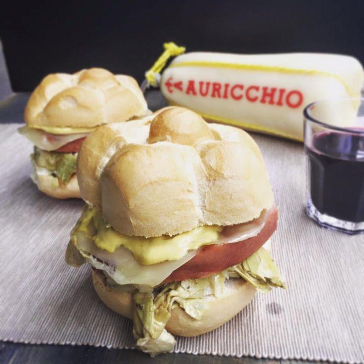 LA ROSINA: hamburger di marzo 2016 con pane rosetta, mortadella IGP Gran Ducato grigliata, provolone, carciofini, maionese e insalata.