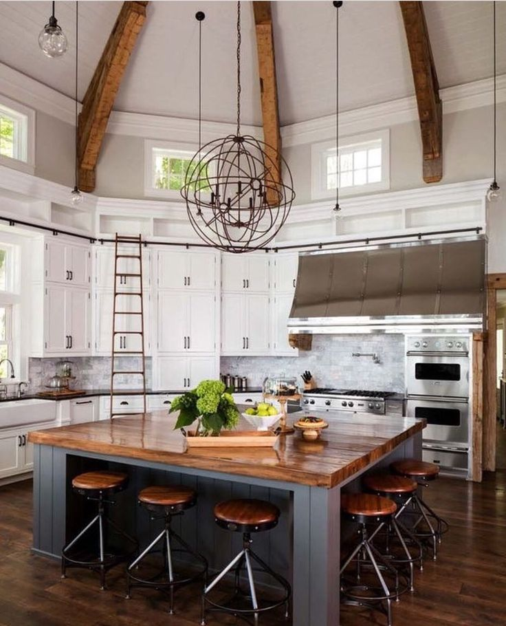Vaulted ceiling and giant island in the kitchen