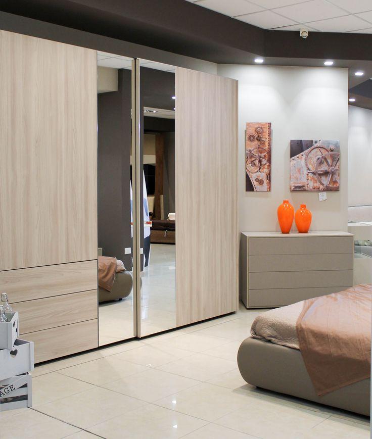Camera da letto Giro, per sfruttare al massimo gli spazi e avere sempre in ordine la camera da letto. Vieni allo showroom per scoprire le aperture innovative per cassetti più ampi - www.mobilisparaco.it