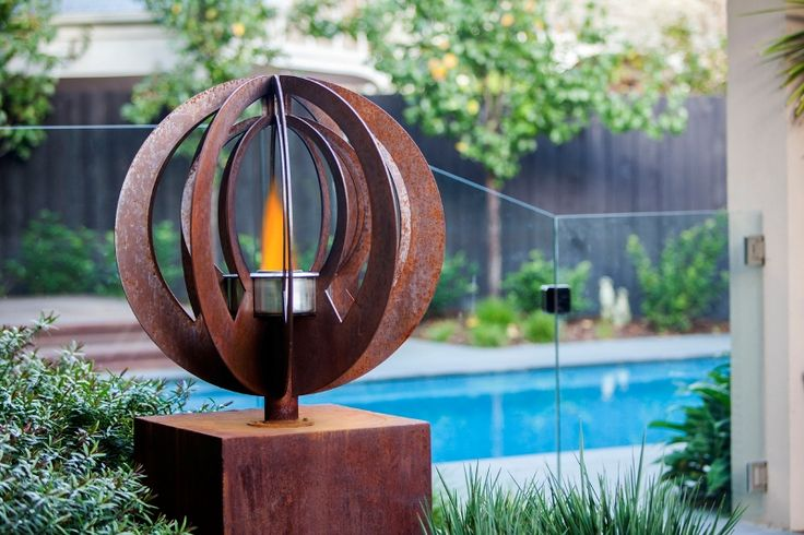 Superieur Ethanol Fire Burner By The Pool Doubles As A Rustic Garden Sculpture.  U0027Zenu0027