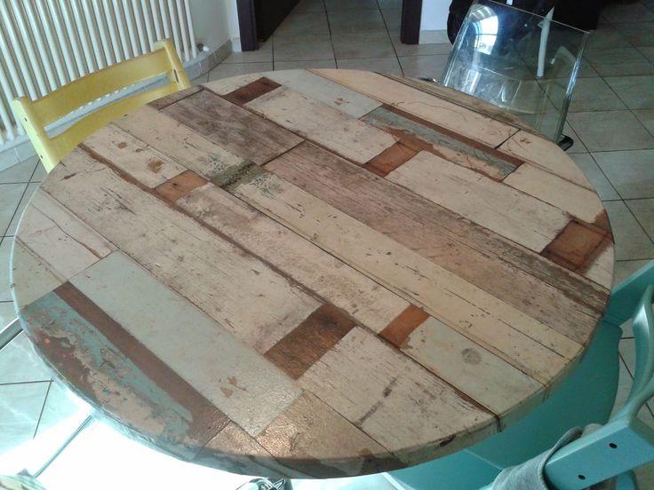 Tavolo con carta da parati .... finto legno invecchiato