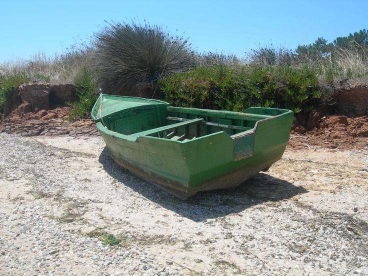 Um barco que ficou à espera da maré...