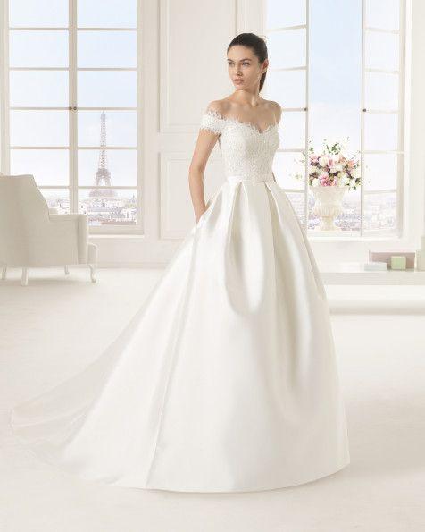 Strass besetztes Kleid aus Mikado-Seide und Spitze, naturfarben. Kleid aus Strass besetztem Duchess-Satin und Spitze, elfenbeinfarben.