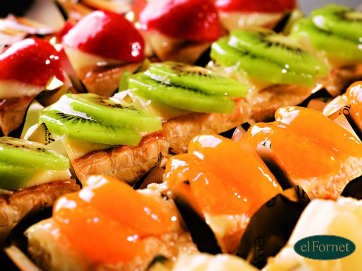 ¿Todavía no has probado nuestras bandejas de fruta, crema y hojaldre? #delicioso #Buenprovecho