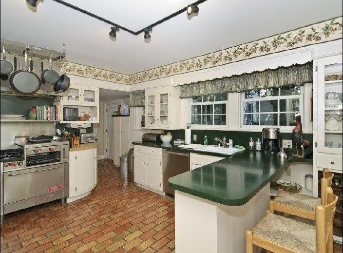 Amityville house pictures sale