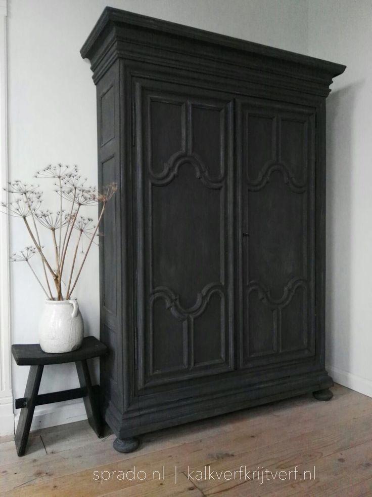 Deze kast is geschilderd met kalkverf van Pure & Original, kleur Black Smoke #kalkverf #krijtverf #pureandoriginal