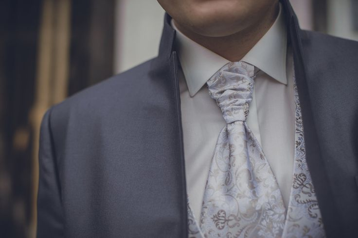 The grooms suits and tie in grey and white. Photo by Monica Tarocco