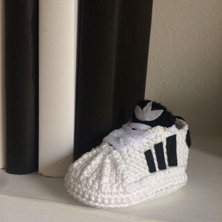 Zapatillas para bebé #baby #bebe #crochet #ganchillo #handmade #bebes #babyshoes #shoes #adidas