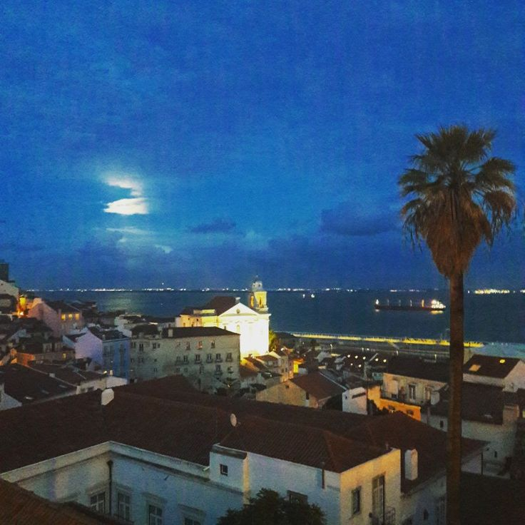 Night falls over Old Town. Lisbon is rich in cinematographic sets due to being built on hills. Remember this when climbing them, that the views are worth it!  #photogenicspots #photogenic #lisbon #lisbonviewpoints #oldtown #lisbontailoredtours #lisbonwithpats #lisbonwithpats