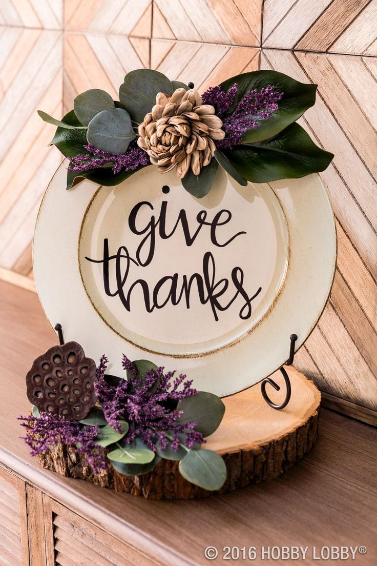Display a lovely charger to show gratitude for your loved ones this Thanksgiving! Embellish with coordinating faux florals and greenery for an elegant touch.