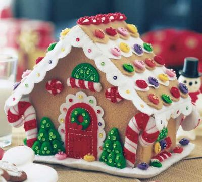 Felt Gingerbread House - easy instructions- if you don't glue down the decorations, the kids can redecorate the house