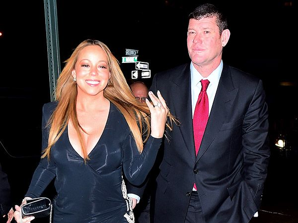 Mariah Carey's 'Epic' Engagement Ring Is 35 Carats (PHOTO) http://stylenews.peoplestylewatch.com/2016/01/22/mariah-careys-engagement-ring-is-huge-like-these-other-stars/