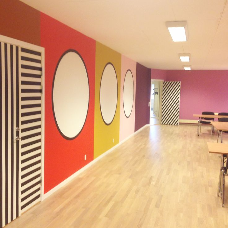 I decorated this conference room. Before it was too white and needed some identity. There is no windows in there, that is why I painted some;).  Line