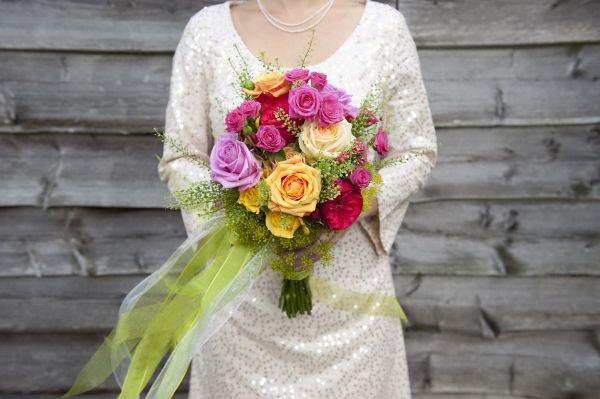 Kleurrijk bruidsboeket, gekleurde rozen