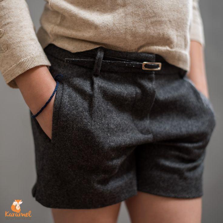 ZARA girls Soft Collection for girls. Imbracaminte, haine pentru copii. RO: Pantalon scurt, culoare gri cu o curea discretă. Ideal pentru Sărbătorile de Iarnă!  Divatos gyerek ruhazat. HU: Sötét szürke rövid nadrág, kis diszkrét övvel. Ideális a téli Ünnepekre! Size - 104 (3-4 year) - 1 pc - 128 (7-8 year) - 1 pc
