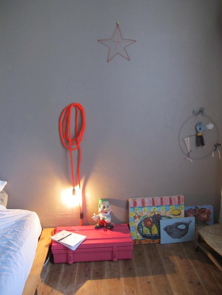 Lampe baladeuse en laine fluo.  tuto sur le blog :  http://debeauxsouvenirs.canalblog.com/archives/2012/02/29/23642863.html
